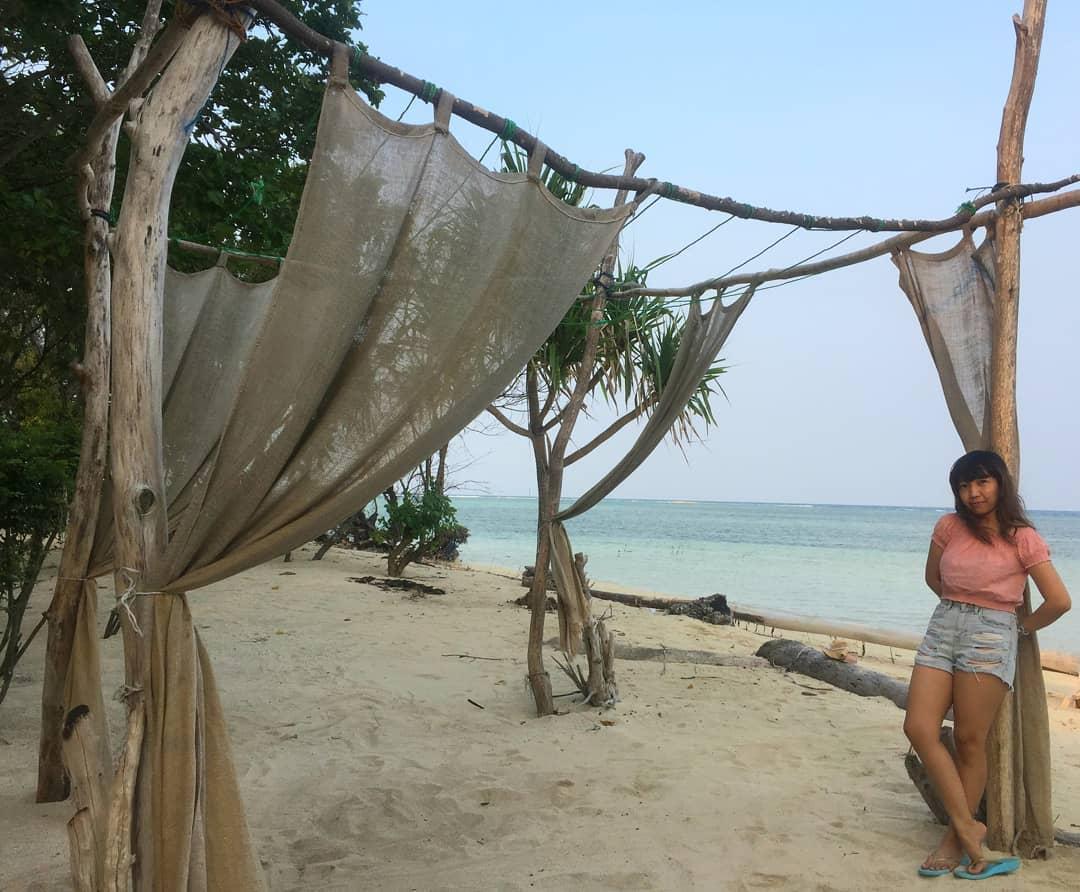 Pantai Tanjung Rengge Pulau Pari